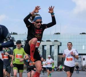 29 marzec 2015, autor poradnika na Półmaratonie Warszawskim testuje bieg dużymi krokami ;)